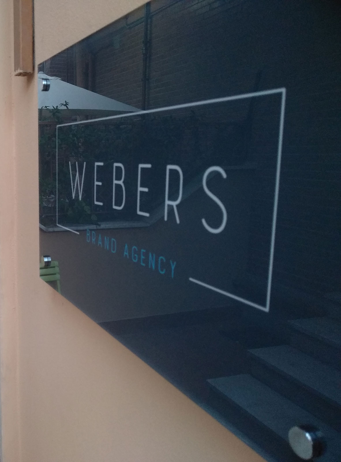 targa in plexiglass per Webers, web agency a Napoli
