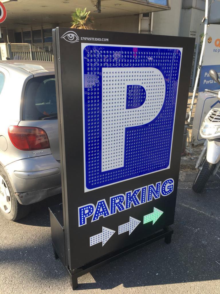 """Insegna """"Parcheggio"""" con GeniaLed"""